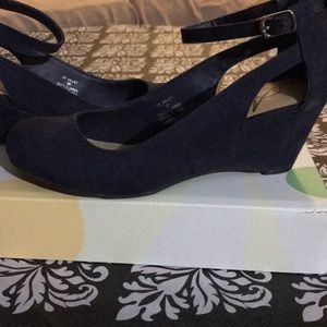 Navy blue American eagle low heels
